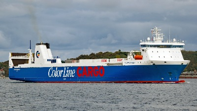 COLOR CARRIER am 3.10.2019 in Kiel einlaufend