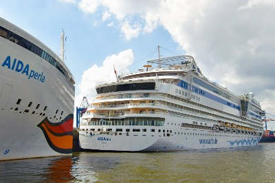 AIDAblu und AIDAperla am 26.05.2020 beim Cruise Center Steinwerder in Hamburg