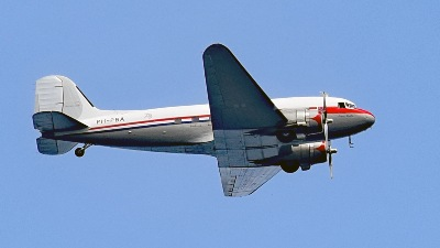 """Rosinenbomber"" Douglas DC 3  PH-PBA am 20.7.2019 über Lübeck-Travemünde"